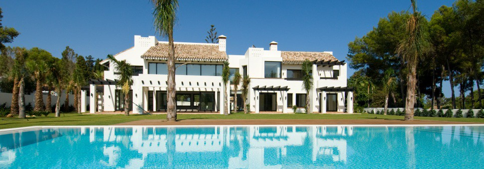 Villa 39Luxurious villa built to the highest of standards and located in the prestigious Guadalmina Golf Estate. Just 200 m. from the beach.